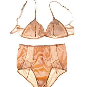 Ensemble lingerie Rosy. Source : marieclaire.fr
