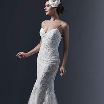 """L'élégance raffinéec caractérise cette robe chic en dentelle. Des bretelles sexy accentué avec des sangles sexy casse un faux côté sage pour mener avec douceur à un décolleté en V .   <a href=""""http://www.sotteroandmidgley.com/dress.aspx?style=5SR602"""" target=""""_blank"""">Sottero &amp; Midgley</a>"""