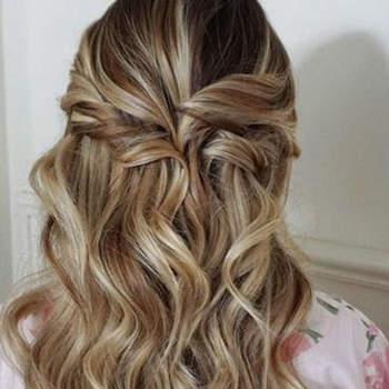 Penteado para noiva com cabelo semi preso | Credits: Heidi Marie Garrett Photography