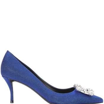 Modelo jóia azul klein de Roger Vivier (1.550 euros)