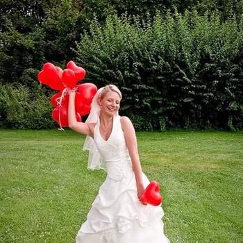 Des ballons rouges en forme de coeur : quoi de plus romantique ? - Photo : aisog bonegnasher