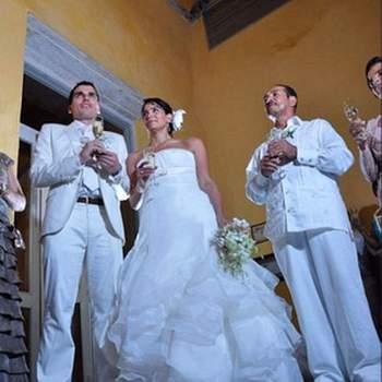 Rien de tel qu'une coupe de champagne pour fêter les mariés ! - Photo : alvaro delgado