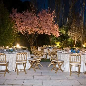 Un lugar ideal en plena naturaleza a pocos kilómetros del centro de la capital. El Casón cuenta con dos entradas independientes, rodeadas de jardines diseñados por paisajistas de renombre. En su cocina, podréis elegir entre una gran variedad de platos adaptados a vuestras necesidades.