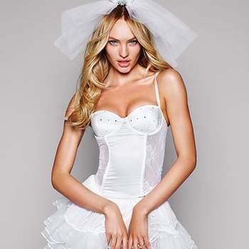 Ensemble Victoria's Secret 2012 composé d'un corset, d'une jupe, d'un voile et d'une tiare pour une nuit de noces au top