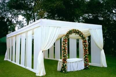 Guirnaldas de flores para decorar tu boda: una apuesta segura y con estilo