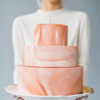 Inspiração para bolos de casamento originais que são verdadeiras obras de arte | Créditos: Kenzie Victory