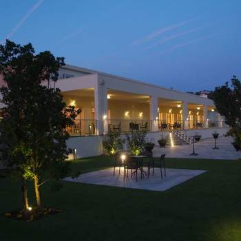 Entre la Sierra de Guadarrama y la de Gredos, a una hora escasa de Madrid, se encuentra este hotel con todos los servicios disponibles para celebrar vuestra ceremonia y banquete de boda. Lujo enclavado en plena naturaleza con vistas espectaculares.