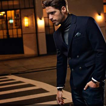 Una chaqueta oscura y una corbata te darán un aspecto sexy y elegante. Foto: Jack and Jones