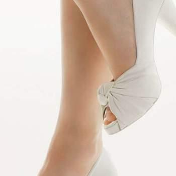 Sobres et chics ces chaussures de mariée Rosa Clara 2012