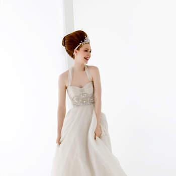 abito sposa in chiffon spalmato oro con prezioso ricamo in vita e ampia gonna in organza.