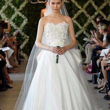 Robe de mariée Oscar de la Renta 2013 aussi féminine que romantique. Photo : Oscar de la Renta