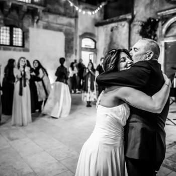 MOMM Photography Studio: Anche i padri vogliono la loro parte! Un ballo con la figlia è un momento unico.