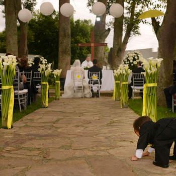 Los espacios abiertos dan un mayor colorido a tu boda. Foto: Juya fotógrafo.