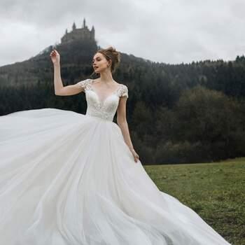 Cinderella by Allure Bridals | Style: D263| Créditos: Disney