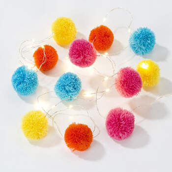 Luces decorativas Boho pom pom pom- Compra en The Wedding Shop