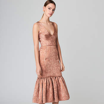 Plissé lamé flared cocktail dress. Credits: Oscar de la Renta