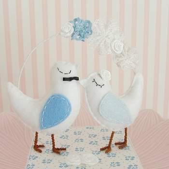 Des petits oiseaux romantiques qui feront sensation pour votre pièce montée. Photo : Pinga Amor