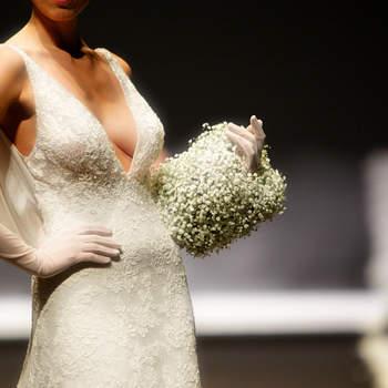 Un bouquet a bracciale che enfatizza l'abito