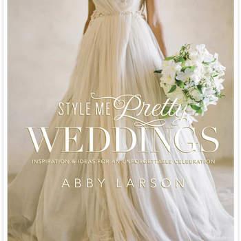 Style Me Pretty es uno de los sitios más conocidos a nivel internacional, y lo mejor de todo es que ahora vacían todas sus grandes ideas en un sólo libro. Si eres una novia clásica, romántica y con un amor desbordante por el mundo de las bodas, este es el libro para ti.