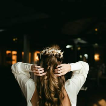 Urvan | Foto: Crazy Love Shots | Tocado: Nictè | Vestido: Lucía de Miguel Design