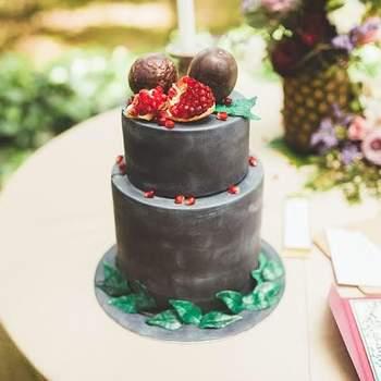 Para um estilo rústico e campestre pode também apostar em bolos de casamento originais | Créditos: Bolos por Gosto