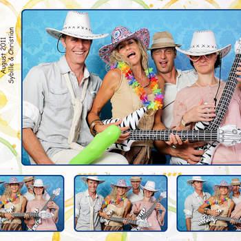 Photobooth-Event Der grandiose Spaß von Photobooth-Event ist für eine Hochzeit die ideale Ergänzung zum normalen Fotografen. Es entstehen Selbstportraits und dauerhafte Erinnerungen in einem Mini Fotostudio die kein Fotograf sonst so vollbringen könnte!