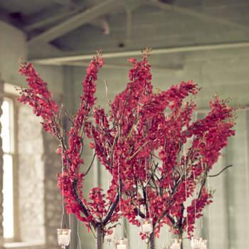Rose et romantique, voilà un centre de table fleuri au top pour un mariage ! Source : Style Me Pretty, Nataschia Wielink Photography