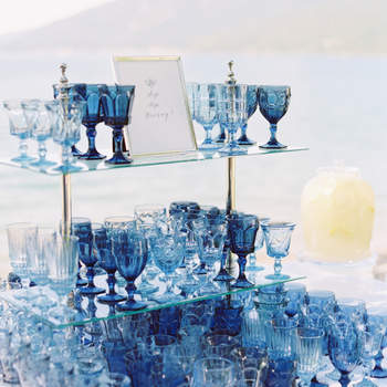 Cristalería azul. Credits: Jeremiah and Rachel Photography