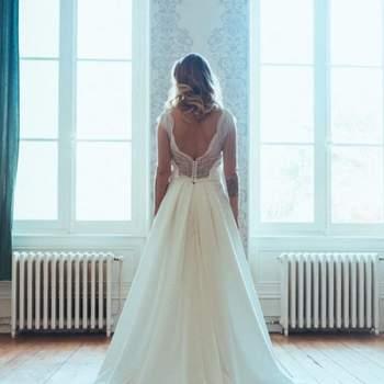 Robe de mariée chic et moderne modèle Lucie - Crédit photo: Elsa Gary
