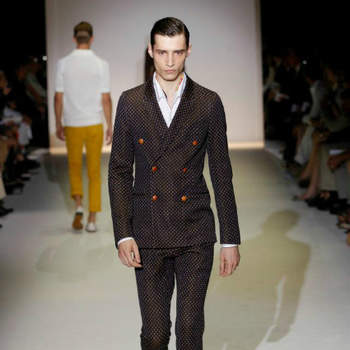 A Gucci apresentou a sua colecção de moda masculina para a Primavera/Verão 2013 na Milano Moda Uomo do passado mês de Junho. Um festim de cor e classe para inspirar os noivos de 2013. Quem sabe se a cor não será uma tendência também para eles?