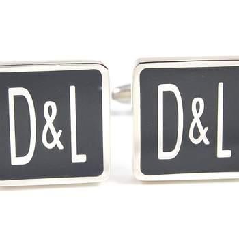 """Detalle de uno de los gemelos diseñados por Devota y Lomba, para los novios más a la moda.  Foto: <a href=""""https://www.zankyou.es/f/gemelolandia-21113"""" target=""""_blank"""">Gemelolandia</a>"""