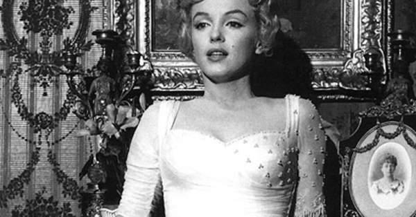 45925dfba4 Historia del traje de novia  La silueta a lo Marilyn Monroe