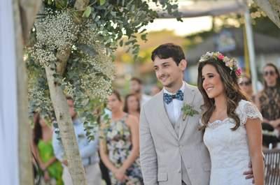 Bruna & Luiz Henrique: Casamento colorido e romântico de frente para a praia em Búzios!