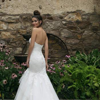 Modelo 44060, vestido de novia sin mangas, escote corazón y varias capas de volantes a mitad del muslo