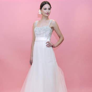 Ravissantes broderies sur le bustier, ceinture en soie et tulle donnent à cette robe de mariée Badgley Mischka 2013 beaucoup de style.