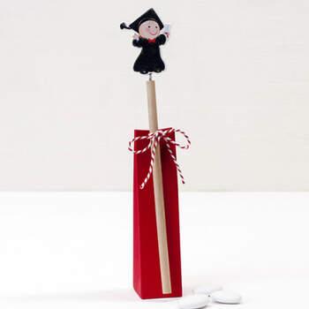 Caja roja con lápiz graduado- Compra en The Wedding Shop