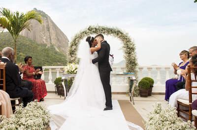 Casamento clássico, na Praia Vermelha, dos marítimos Kivia & Douglas: ao ar livre com o Pão de Açúcar como moldura