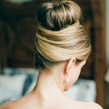 Penteado para noiva com coque alto | Credits: Dana Fernandez Photography