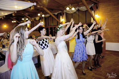 Reportaż ślubny z ceremonią ślubną w środku lasu! Sprawdź!