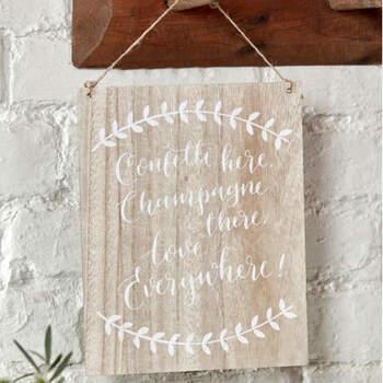 "Letrero de madera ""Confeti here, Champagne there, Love everywhere""- Compra en The Wedding Shop"