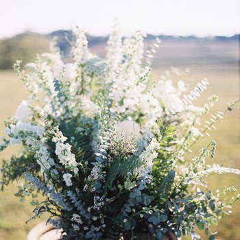 Ramo de eucalipto y flores silvestres. Credits: Michael and Carina