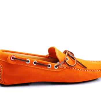Sim, porque eles também têm direito a expressar-se! Escolhemos alguns modelos de sapatos para homem com assinatura portuguesa e cores bem expressivas. Que tal ambos os noivos calçarem sapatos da mesma cor?