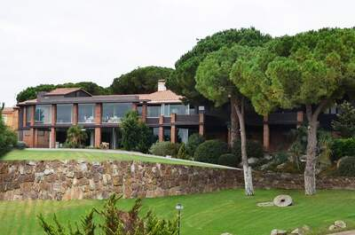 Organiza tu boda en un encantador entorno catalán con vistas al mar