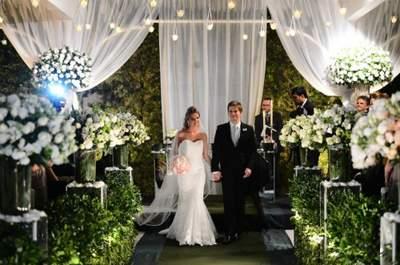 Sabe aqueles casamentos que você olha e vê que foi exatamente do jeito que os noivos sonharam? Pois assim foi o grande dia da Amanda e do Rafael, um casamento clássico, com um toque rústico e elegante realizado no memorável Buffet Torres.