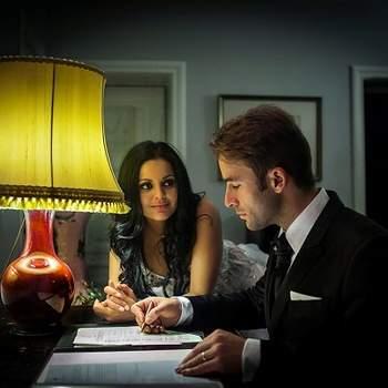 «Escolhi esta foto pelo estilo cinematográfico e pela força do olhar da noiva e o que ele pode transmitir.»  www.fotoilustre.pt