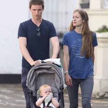 Luke Richard Bagshawe  veio juntar-se à filha mais velha do casal, Iris Mary, de dois anos. | Foto via IG @e_redmayne