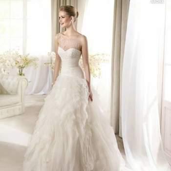 5a50721434 Foto  Elegante diseño para las novias que quieran apostar por modelos con  faldas voluminosas pero ligeras.
