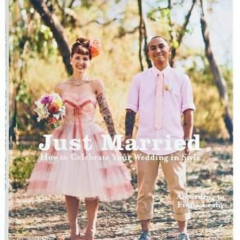 Si tú y tu pareja se definen por su estilo... ¡háganlo notorio en su boda! Este libro te acompaña en cada página y te explica cómo dejar de manifiesto su unicidad y ese amor por la moda que comparten ambos. Además, trae ideas buenísimas para que combinen en un día muy especial.