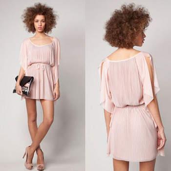 """<a title=""""Bershka"""" href=""""http://www.bershka.com/"""" target=""""_blank"""">Verifique o preço deste vestido e conheça a restante colecção Bershka Primavera/Verão 2012 aqui.</a>"""