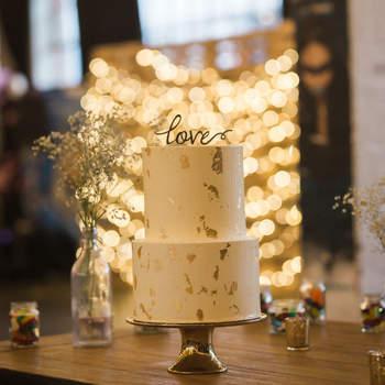 Inspiração para bolos de casamento de 2 andares | Créditos: Alex Kwong Photography